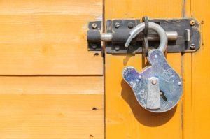 DP API Verschlüsselung nicht effektiv in Windows Containern: Kryptografische Schlüssel öffentlich (CVE-2021-1645)